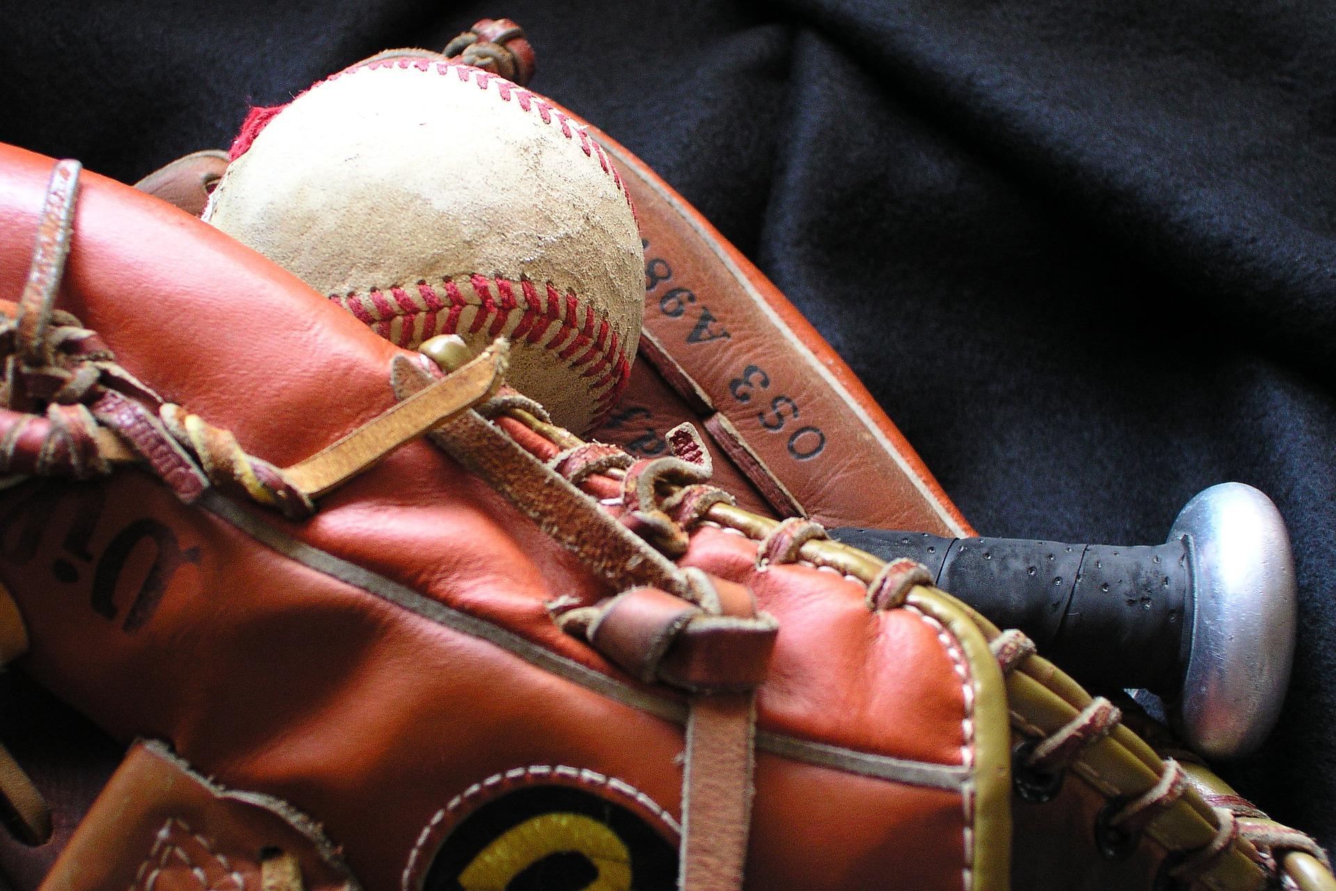 baseball and softball similarities